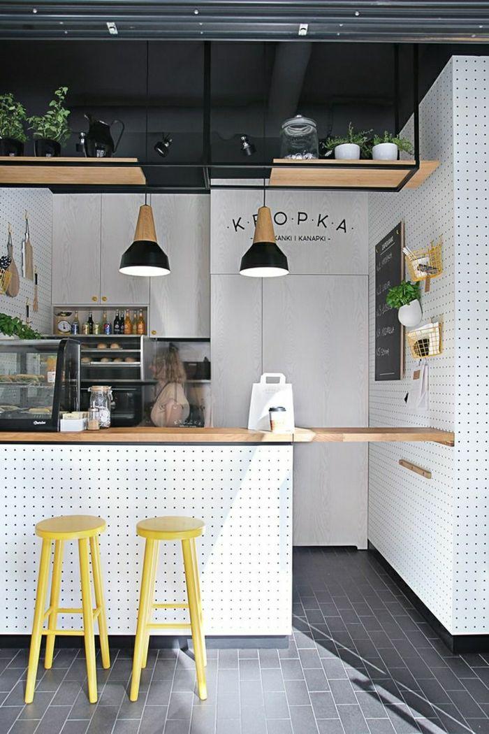 meubles de bar, chaise de bar jaune en bois, bar cuisine moderne, etagere en bois, plantes