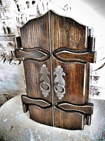 This fabulous box for keys made by our subscriber Alexandr Rogovoi. Эту сказочную ключницу из ясеня сделал наш подписчик Alexandr Rogovoi.