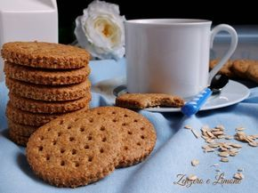 Questi biscotti digestive sono preparati con farina integrale e fiocchi di avena.Sono perfetti per la prima colazione, ma anche da sgranocchiare a merenda.