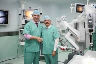 First Robotic Surgery in Dominican Republic: The David Samadi Robotic Institute  My recent trip to the Dominican Republic: Bringing Robotic surgery to the Caribbean.  Robotic surgery allows for minimally invasive surgery, little or no blood loss, no need for transfusions, and much faster recovery. This will offer hope for patients struggling with prostate, kidney, gynecologic cancers, as well as other diseases.