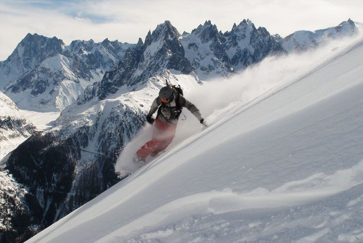 Freeride snowboarding in Chamonix-Mont-Blanc