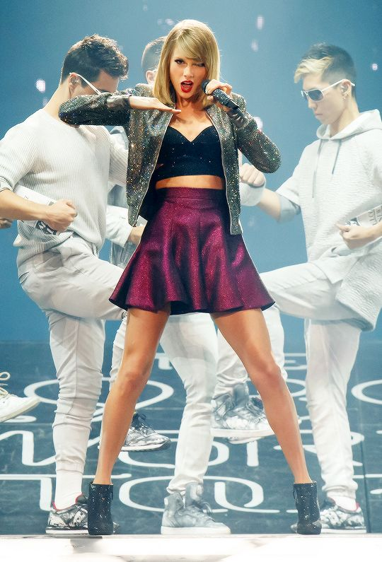 OMG Taylor Swift`s 'Welcome To New York' at the 1989 concert!  by the way - it was amazing! <3