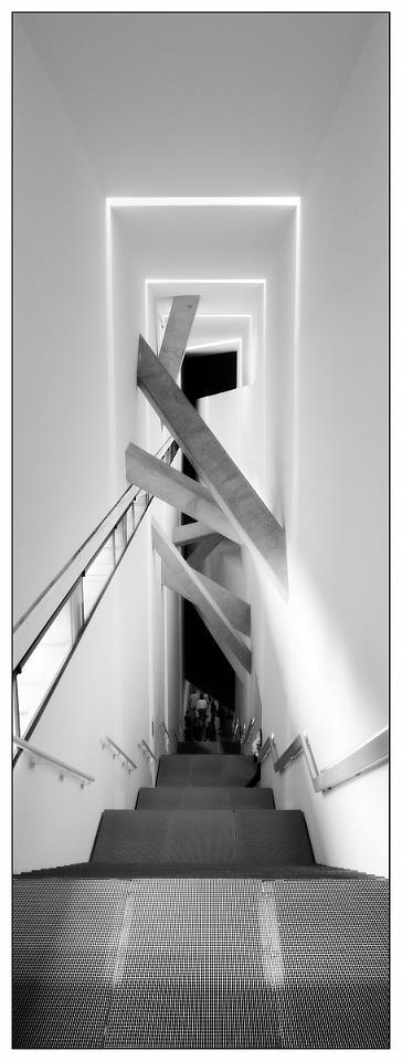Interior architecture: beautiful staircase, white + concrete, Judisches Museum Berlin
