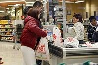 cajero/a (cashier)