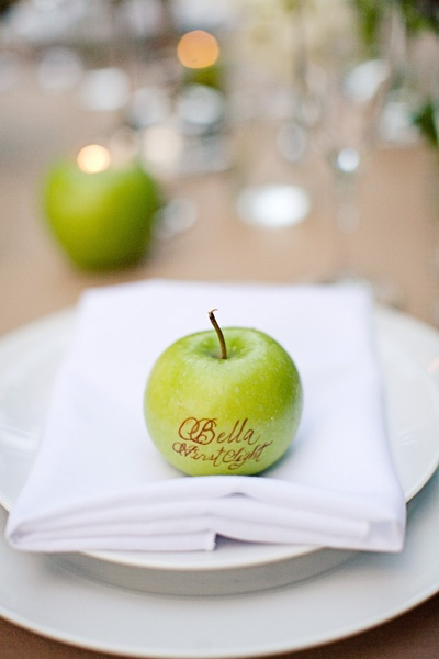 Calligraphy on apple place cards by Calligraphy Katrina and Maison du Papier