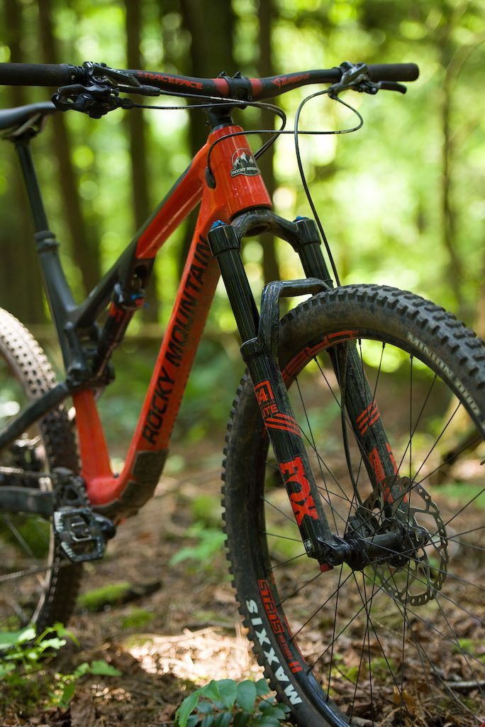 Review Rocky Mountain Thunderbolt Carbon 70 Mountain Bike