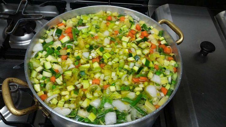 Il freddo non ci fa paura!....Con le zuppe della Carlisa.    The cold doesn't frighten us...with the amazing Carlisa's soups! #tipical #tradizioni #homemade #winter #finestagione #soup #trippe #pastaefagioli #taste #goodsmell #profumino #jobpassion #foodporn #foods #lagodigarda #gardasee #gardalake #igersverona