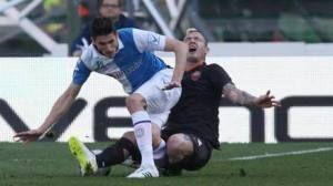 Mattiello del Chievo si spezza la gamba! Infortunio e immagini shock! (VIDEO)