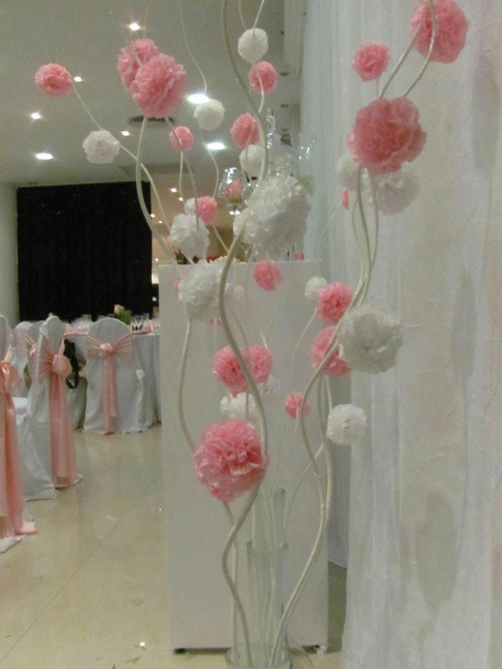 Arranjo flores papel rosa e branco