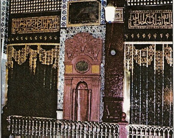 mihrab tahajjud Ustuwaanah Jibra'eel This was the usual place where the angel Jibra'eel used to enter to visit the Prophet ﷺ. Today it cannot be seen as it lies inside the sacred room of the Prophet ﷺ.  These eight places are special but so is the entire Masjid and the city of Madinah. You cannot take a step except imagine that the Prophet ﷺ or his companions must have tread on that exact space many years ago.
