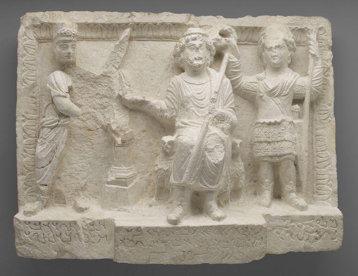 """Dura-Europos, Siria. Rilievo """"Dio, custode della città, in trono"""". 159 circa. Yale University Art Gallery"""