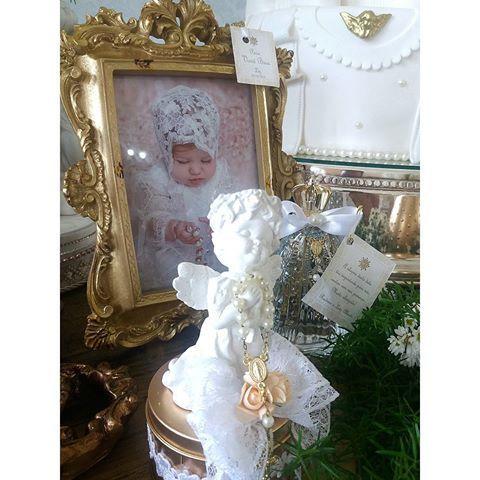 Hoje começamos nosso dia em um cenário lindo. Fomos até Abadiânia Velha para realizar a decoração do batizado da Liz que mais parece um anjinho. Obrigada mamãe Rodrine por toda confiança. Decoração por @lalapetit  Lembranças @lalapetit e mamãe  Bolo, mini bolos, alfajor @valeria_aquino_delicata_cakes  Maçã,  pirulitos, biscoitos decorados,  e anjinhos modelados @doce_alegria  Fotografia @nabilayaminfotografia #fotoscelular
