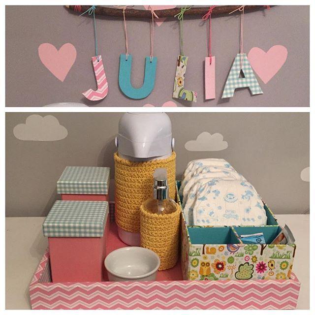 Kit higiene com mini porta fraldas e garrafa e álcool gel em crochê! Informações por e-mail ou WhatsApp #quartodebebe #kithigienebebe #trocador #portafraldas #handmade #portadematernidade#enfeitematernidade #letraspenduradas