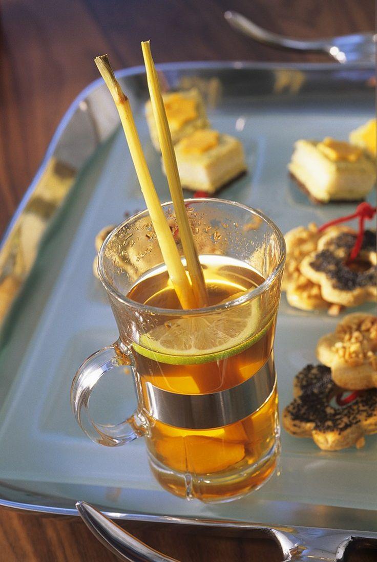 Apfel-Tee mit grünem Tee und Ingwer | http://eatsmarter.de/rezepte/apfel-tee-0