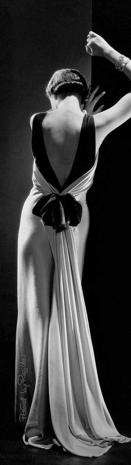 Regilla ⚜ Toto Koopman shot by George Hoyningen-Huene for Vogue 1933