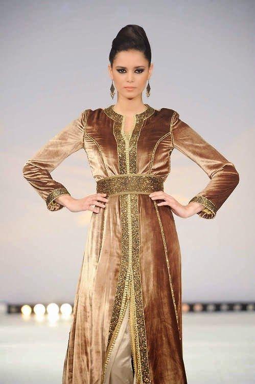Ce modèle du caftan velours mobra 2015 et uns des meilleurs modèles réalisés cette année et présenté lors un grand défilé international du caftan marocain haute couture. Découvrez toutes la collection en consultant notre site-web