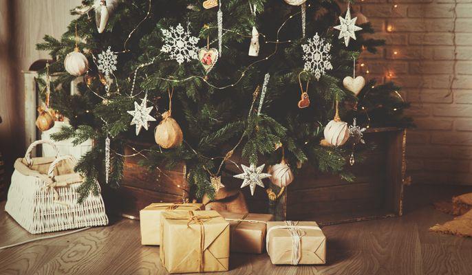 Addobbi natalizi, alberi di Natale fai da te e decorazioni da esterno: hai deciso come addobbare la casa per questo Natale 2016? Qui di seguito puoi trovare tante idee originali da cui prendere spunto e facili tutorial per realizzare irresistibili addobbi natalizi fai da te! Pronta a stupire tutti?