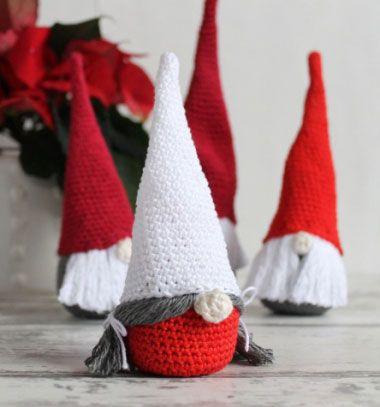 Crochet Christmas gnomes - free amigurumi pattern // Horgolt karácsonyi manók - angol horgolásminta // Mindy - craft & DIY tutorial collection