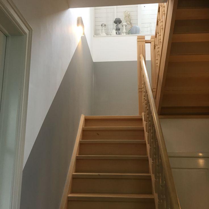 25 beste idee n over lambrisering schilderen alleen op pinterest verf lambrisering houten - Geschilderde houten trap ...