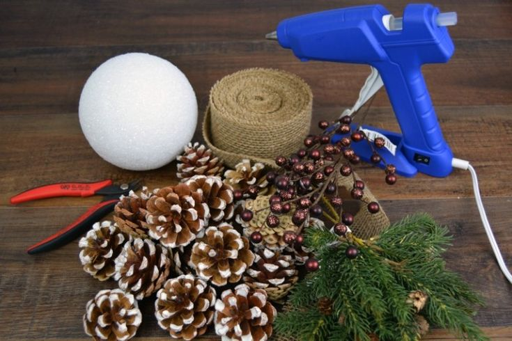 DIY-Kissing-Ball-Tutorial-Crafts-Unleashed-5