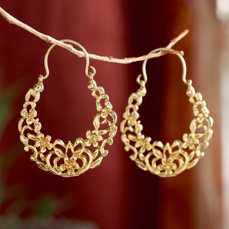 Arabesque designs—repeating geometric patterns of flowers and animals—are often found in Middle Eastern art and architecture. These never-ending patterns symbolize a spirituality that extends beyond the visible world. Egyptian Arabesque Gold Earrings | National Geographic Store