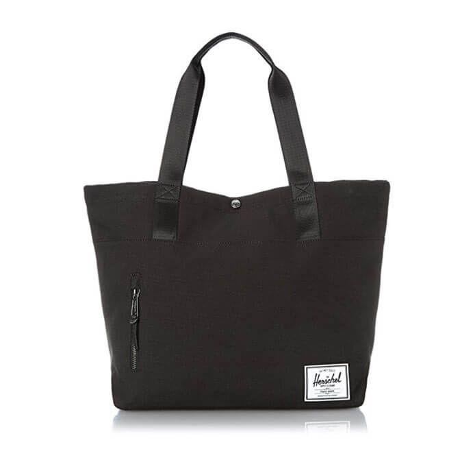 Damals war es die Tasche für den samstäglichen Supermarkt-Besuch, heute ist es eine Wickeltasche mit extra Platz. Und zwar eine, die nicht unbedingt nach Wickeltasche aussieht.