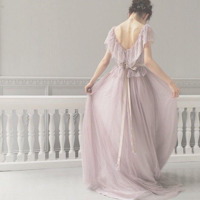 軽やかなチュール 薄いスミレ色 大人っぽくて素敵です* #weddingdress #wedding #ウェディング #ウェディングドレス #maisonsuzu #カラードレス