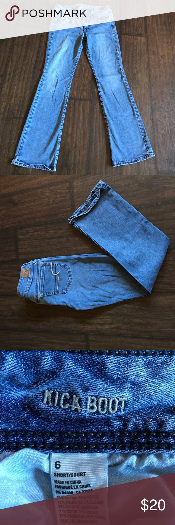 💕SALE💕American Eagle Kick Boot Jeans Size 6 SHORT, light wash American Eagle Kick Boot Jeans, 30 inch inseam. In excellent condition! American Eagle Outfitters Jeans Boot Cut