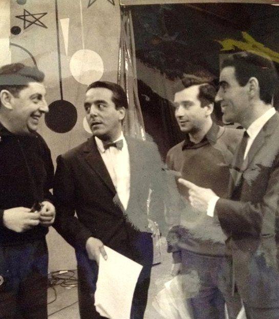 """Oscar Sacco (Productor) y Guillermo Brizuela Méndez (Animador). Programa """"La Feria de la Alegria"""". CANAL 9, Buenos Aires, 1962. . (Fuente: PAVON 2444-Facebook)."""