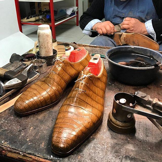 Details @bocachesalvuccicalzolai #bocachesalvuccicalzolai #handmade #handsome #awesome #bespokeshoes #bespoke #labottega #fattoamano #bespokeintour #dandy #dandyman #dapper #fashionweek #thebillionairesclub #italianstyle #madeinitaly #viafrancescocrispi115a #viasistina46a #boutique #luxury #thebestpic #gq #patina #crocodile #alligator #calzolaio #rome #shoesmaker