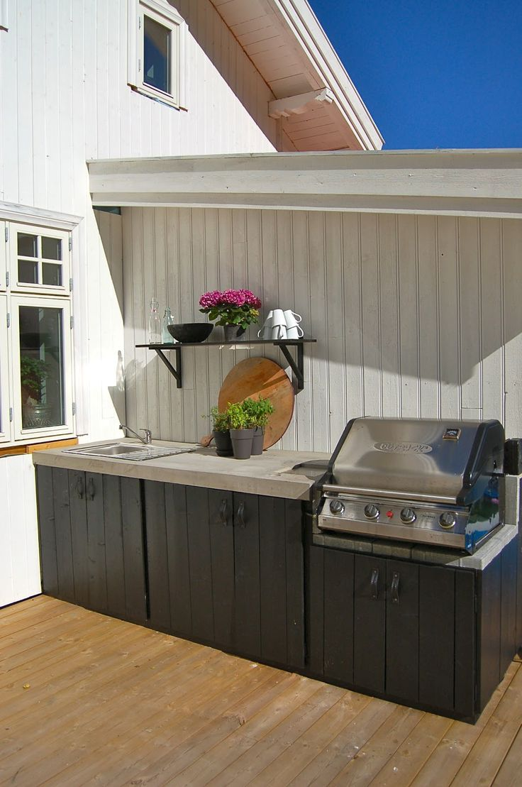 External bbq inspiration, with dark cabinetry suitable for the weather - Found on Pinterest