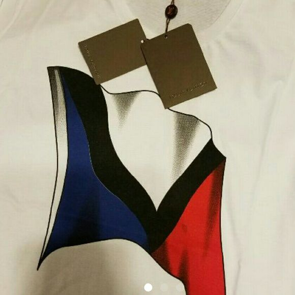 Nwt Authentic Men's Louis Vuitton Cup Medium Flag Authentic Men's size large louis vuitton logo shirt. White shirt medium  LV CuP  Very nice for a gift. Slimfit type of shirt Louis Vuitton Shirts