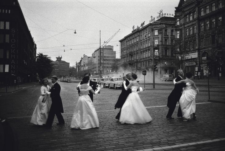 Dance away.  Mannerheim street, Helsinki  in 1960. Photo by Caj Bremer.