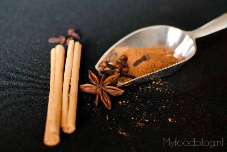 Met mijn recept chai tea latte maken is heel makkelijk! Deze kruidige, zoete drank met melk is perfect voor op koudere dagen.