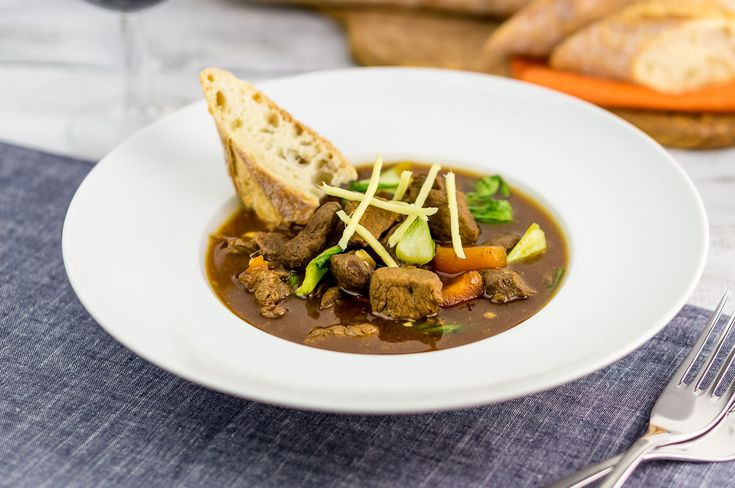 Beef stew, oriental - recipe - Daily Gourmet. Beef stew with a slightly oriental taste with fish sauce, soy sauce, ginger, garlic, carrots and pak choi.