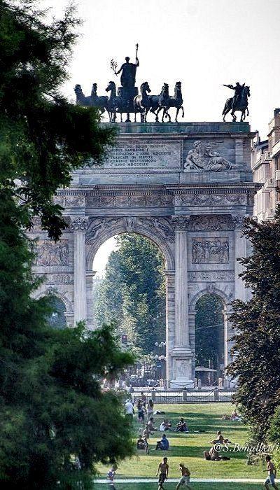 confine tra il corso ed il parco Sempione * Arco della Pace, Milan, Italy