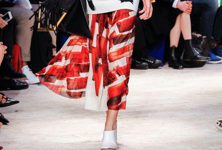 Spring trend: Οι classy μίντι φούστες Αποτελούν μία δυνατή στιλιστική πρόταση της σεζόν. #jennygr