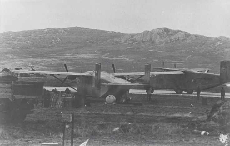 Skyvans. En primer plano el PA-50 y detrás, el PA-54.