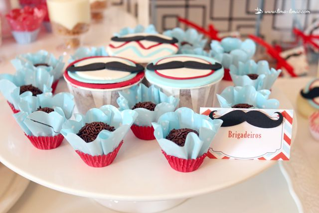 cupcakes and brigadeiros for this moustache/man themed party