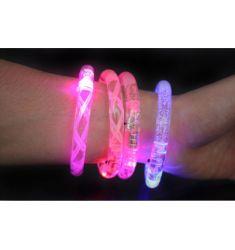 Häftigt led-armband som lyser med olika färger.