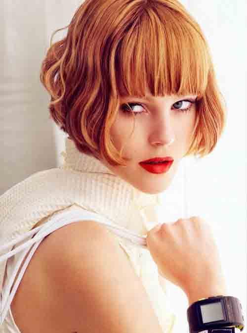 Un taglio capelli che non passerà mai di moda e che anche per la prossima stagione autunno inverno 2015, continuerà a caratterizzare i look di tante donne è il caschetto. Definito anche bob, dai nu...