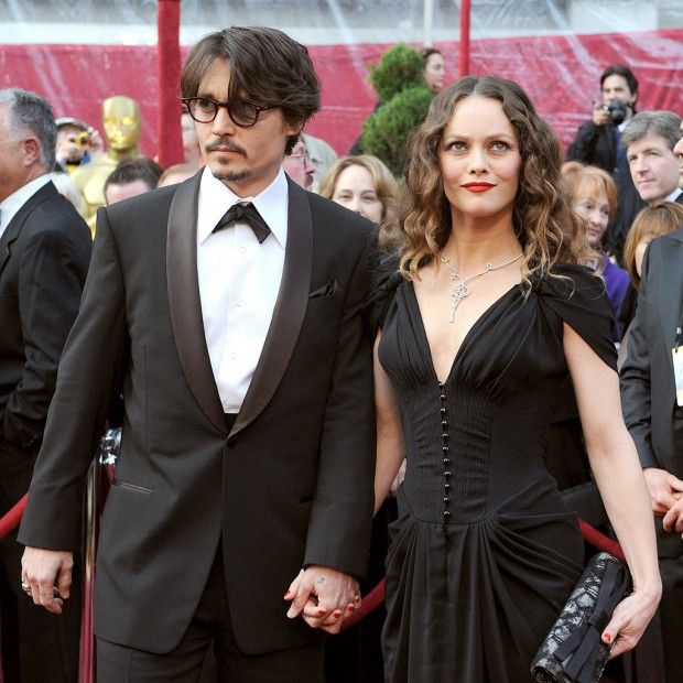 """Johnny Depp déclare son amour à Vanessa Paradis -JOHNNY DEPP DECLARES HIS LOVE FOR VANESSA PARADIS The actor of 51 years said that """"Vanessa [be] for a long time in [his] life."""" """"We shared so much together and we have two beautiful children,"""" said Johnny Depp talking about Lily Rose, 15 and Jack, 12. After fourteen years of relationship, the actor and Frenchie seem to have remained on good terms."""