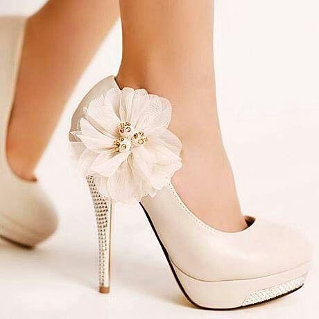 Zapatos de novia nude con flores / boda  wedding #shoes