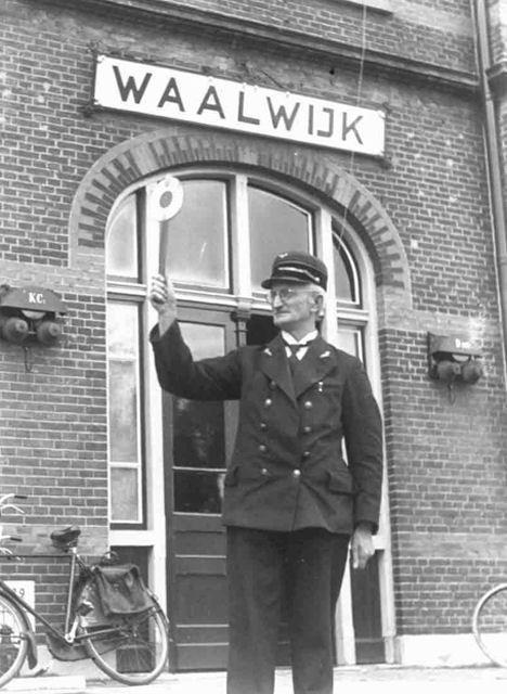 Station Waalwijk. Had best handig geweest eigenlijk, voor het vervoer van mezelf en andere halve zolen