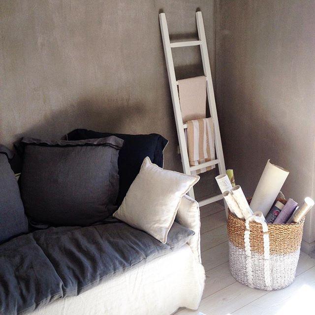 Winter trends in gray and white! ISLAND καναπές και LOFT καλόγερος. Ανακαλυψτε τις νέες μας προτάσεις σε επιπλα και διακοσμητικά αντικειμενα στις εκθέσεις μας σε Ρεθυμνο και ΑΘηνα #thedesigngroup #furniture #inspiration #interiors #interiordesign #furnituredesign #custommade #madeingreece #sofa #coathanger #accessories #homeaccessories #decoration #design #cosy #living #home #style #showroom #fabrics #winter #trends #kaloterakis #showroom #kolonaki #rethymno #athens