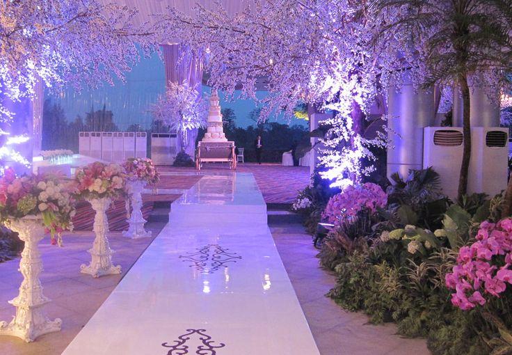 Through the Colour #mawarprada #dekorasi #pernikahan #modern #wedding #decoration #jakarta more info: T.0817 015 0406 E. info@mawarprada.com www.mawarprada.com