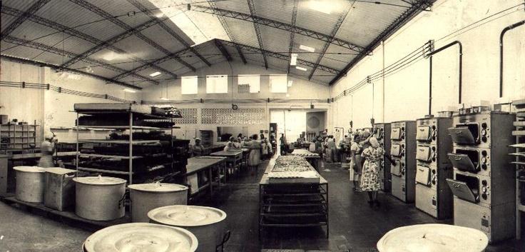 """Hoy es viernes del recuerdo en la @reposteriaastor """"Antigua planta de producción ubicada en la avenida del Poblado"""""""