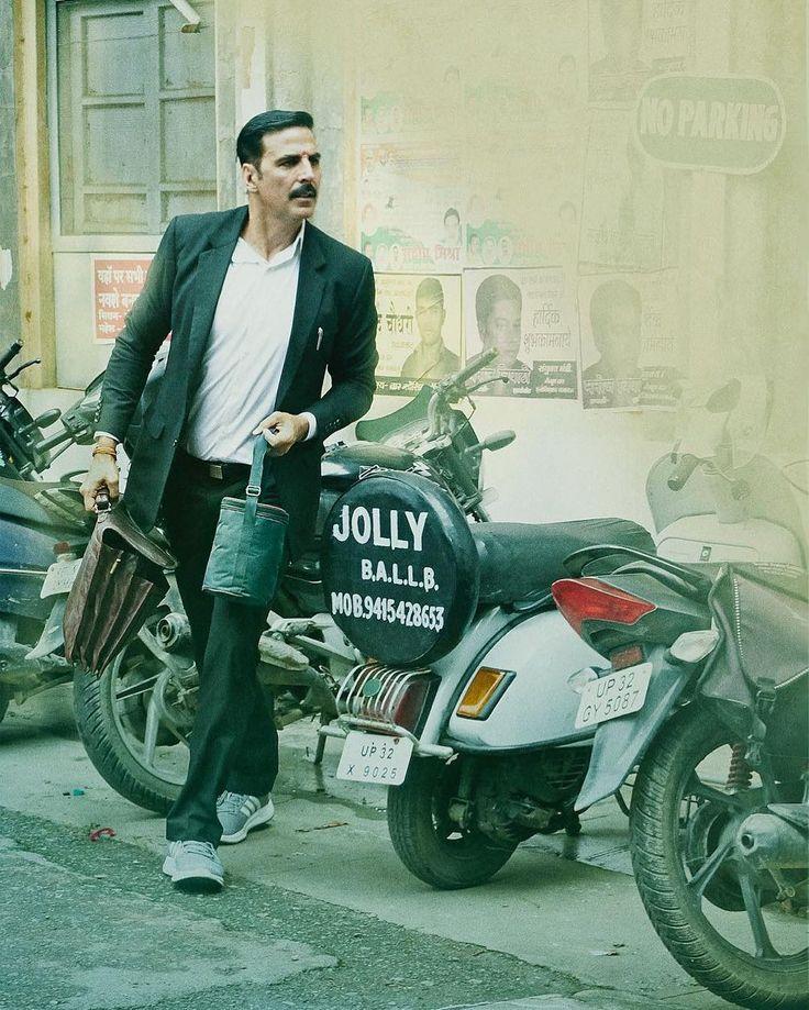 Sirf ek ghanta aur #JollyLLB2Trailer aa raha hai!! 
