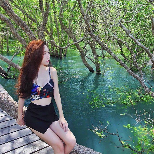 Hutan mangrove menjadi pelindung dari abrasi air laut dan juga tempat hidup beragam spesies. Dan saat ini pemprov Bali membangun hutan wisata Mangrove. Dengan jalan kayu yang apik dan penataan yang bersih. 🏝 ------------------------------- 📍Hutan Mangrove, Bali 📸 @cassieetania ------------------------------- Tag us @travelesia_id and #travelesia to be featured 😊. Also visit TRAVELESIA.id