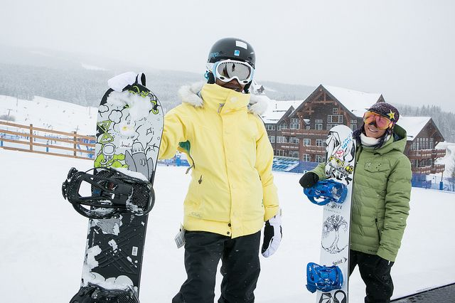 """#Bucketlist: Hitting the slopes with an Olympian! Check out these beginner snowboarding tips from Elena Hight #ToyotaNewHights"""""""